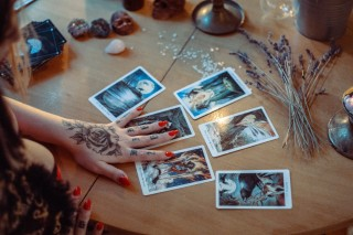 Tarot Readings Vs. Psychic Readings: Which One Is Right For You?